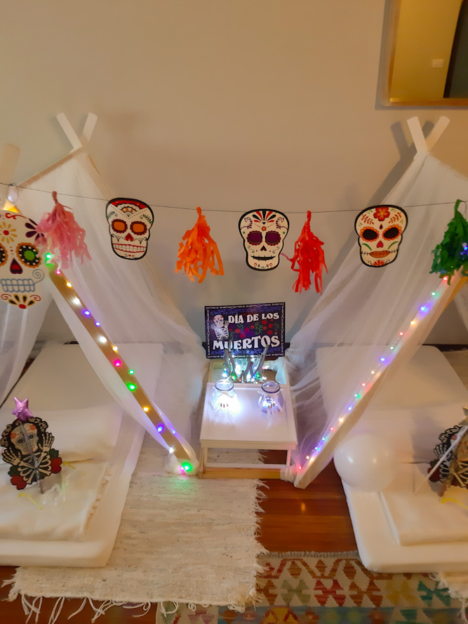Tipi fiesta Halloween de Julia y Jimena.