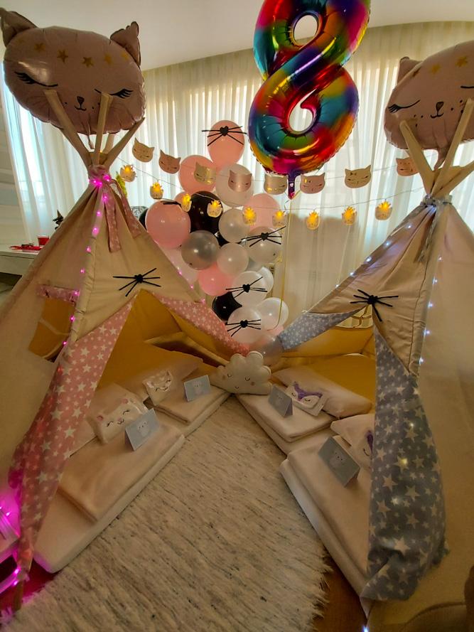 El Cumpleaños de Alisa, Fiesta Tipi Gatuna.