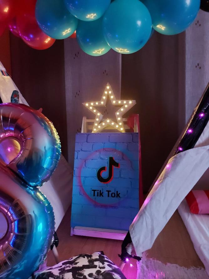 Cumpleaños musical y Tipi Fiesta TIK TOK para Alba
