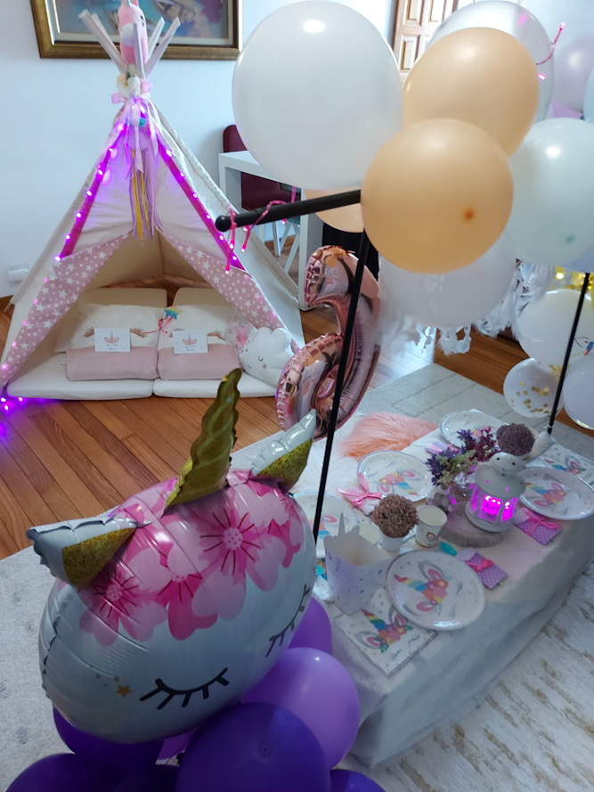 La Fiesta Tipi de Unicornios con mesa de picnic de Áurea para celebrar sus seis años