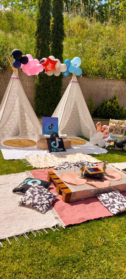 Zona de Acampada en el jardín, Fiesta Sing Star TIK TOK para Leire