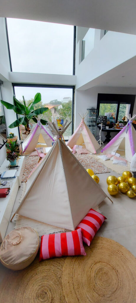 Decoración para una Fiesta de Cuento entre Tipis para las Princesas Vega y Julia.